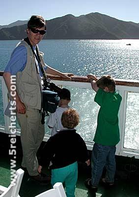 Gabi mit Kids auf der Fähre