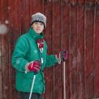 Esra macht sich bereit zum Skifahren