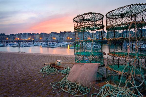 Hafen von Dieppe in der Abenddämmerung, Normandie, Frankreich