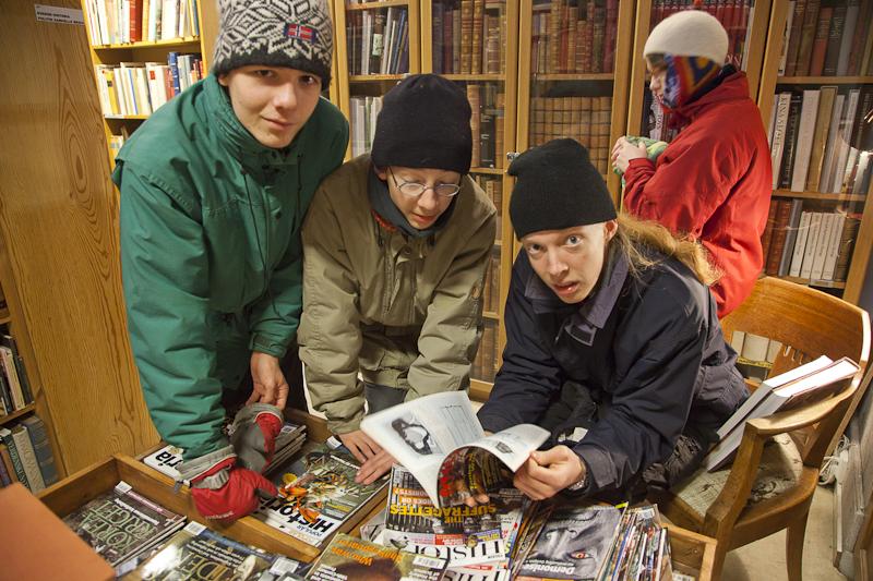Jungs im Buchladen