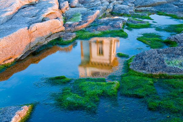Spiegelung des Semaphors, Bretagne, Frankreich