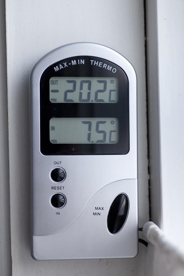 Schaut auch mal auf die Innen-Temperatur, das ist morgens in unserem Bad