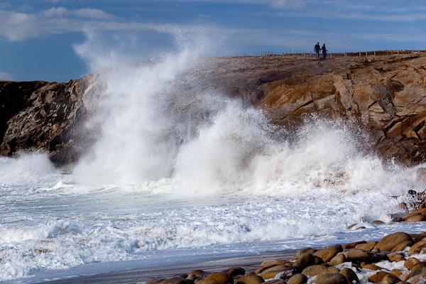 Wellen knallen an die Felsen, Cote Sauvage, Bretagne, Frankreich