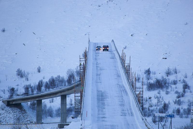 und trotz der eisglätte auf der Brücke wird überholt!