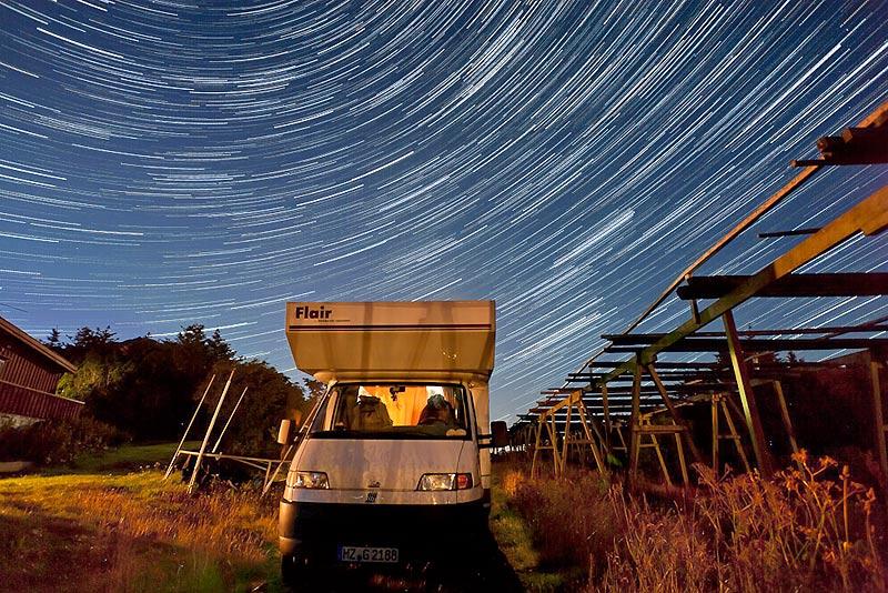 Sterne über dem Wohnmobil, Norwegen