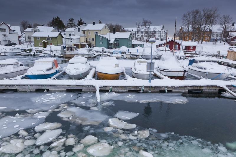 Hafen von Kabelvag mit Schnee und Eis