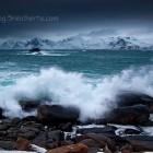 Wintersturm und Wellen auf dem Lofoten