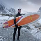 Lofoten Surfer in der Kälte