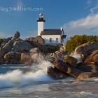 Leuchtturm mit Welle