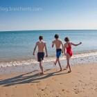 die Kids auf dem Weg ins Meer