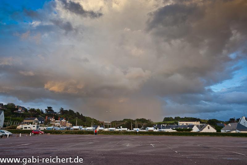 Regen über dem Stellplatz von Erquy