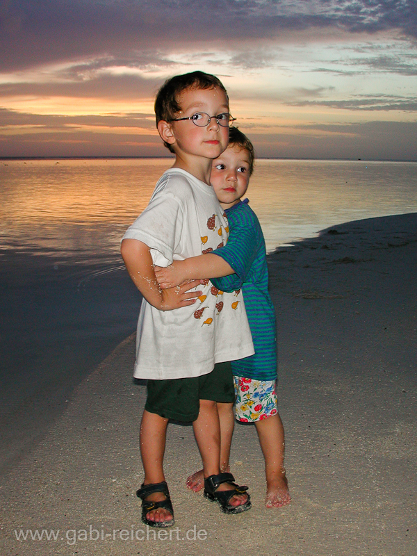 Noah und Amy in Rarotonga - Südsee