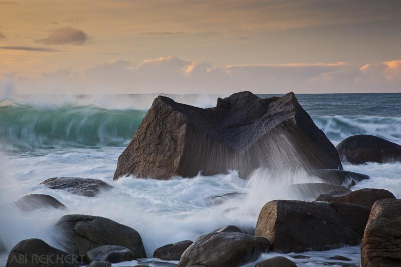 Welle und Fels