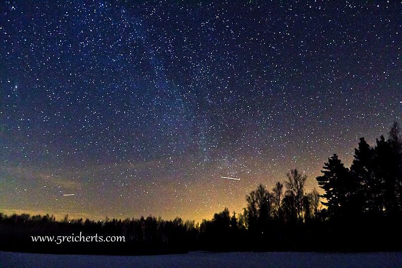Sternenhimmel - einzelaufnahme - plus zwei echte Sternschnuppen