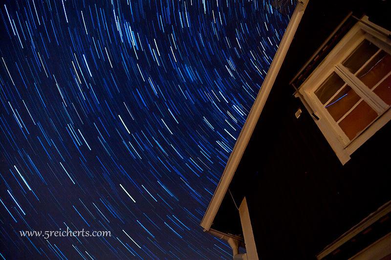 Hütte und Sternenbahnen