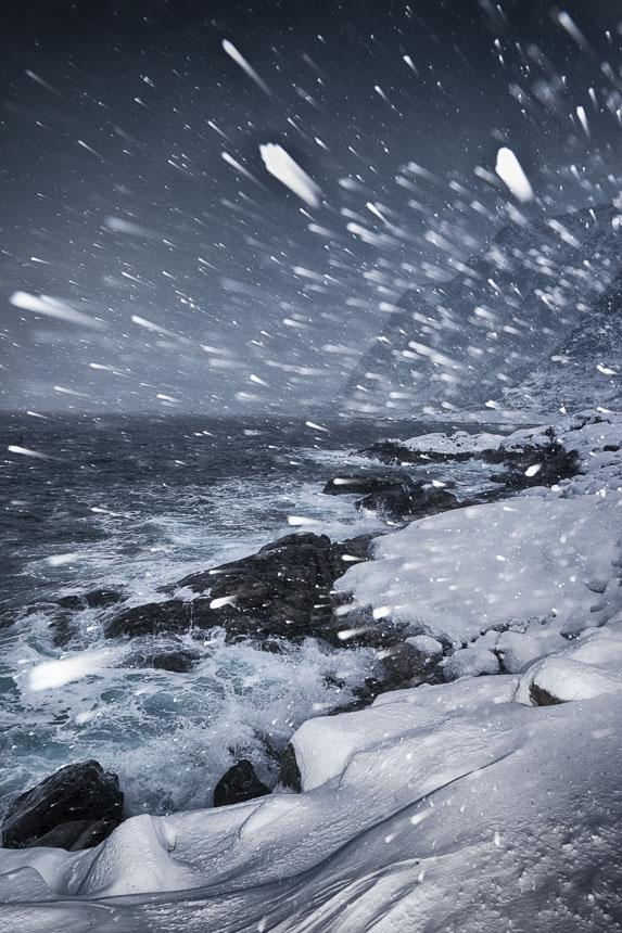Schneesturm, mit Aufhellblitz, Lofoten