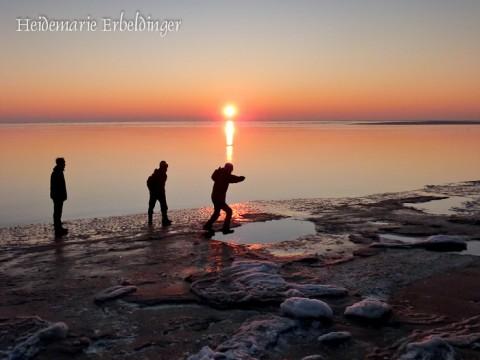 Esra, Noah und Amy im Sonnenuntergang