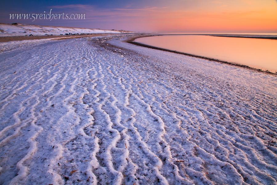 langzeitbelichtung am eisigen Strand von Argab