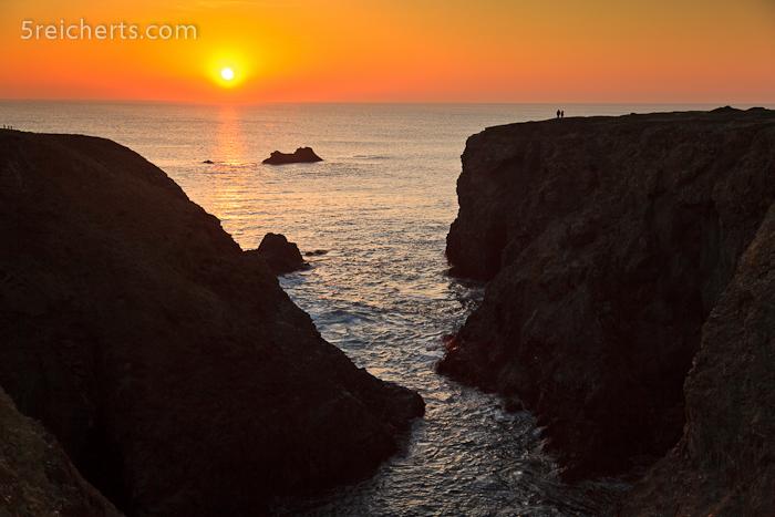 Klippen am Abend - rechts im Bild zwei Wanderer, damit Ihr die Größe der Klippen mal erahnen könnt!