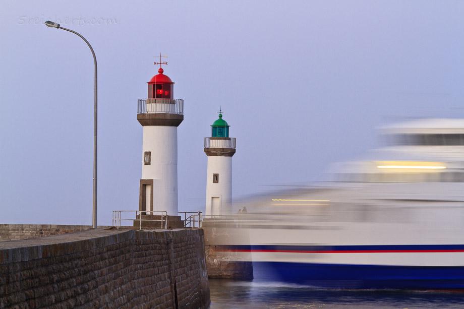 Einfahrt der Fähre in den Hafen von Le Plalais, Belle Ile, Bretagne, Frankreich