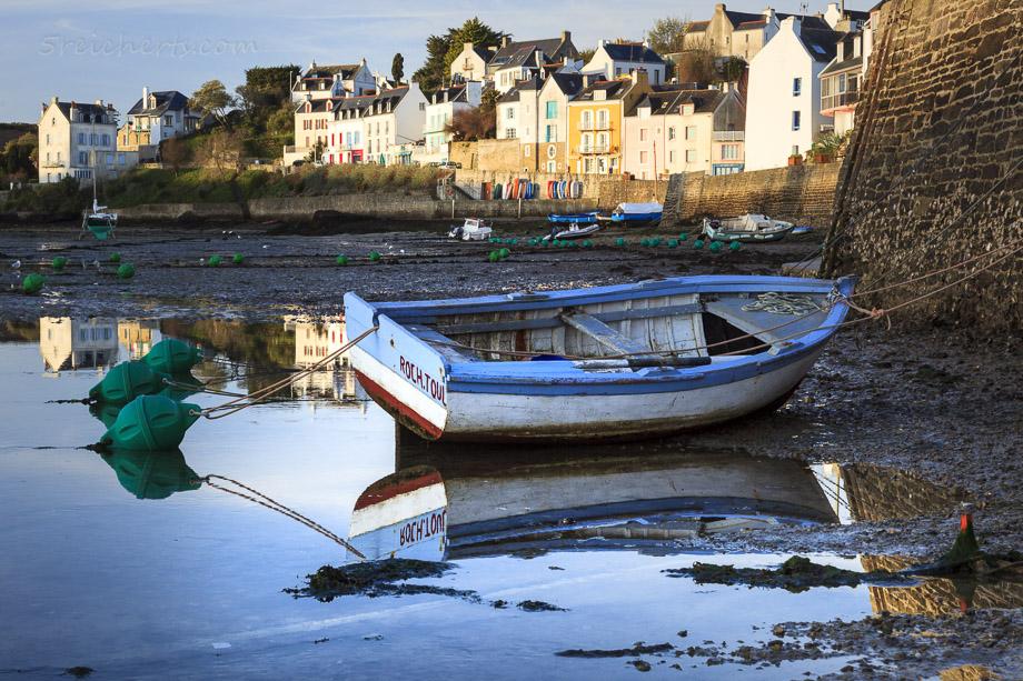 Boot im Hafen von Sauzon, Belle Ile, Bretagne, Frankreich