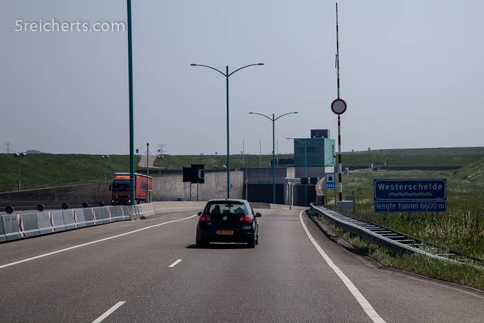 Einfahrt zum Tunnel