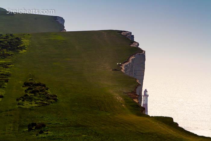 Leuchtturm und Steilküste, England