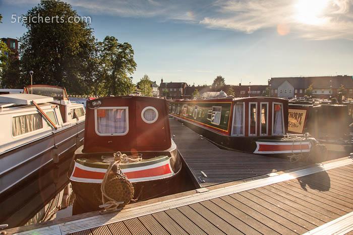 Narrowboats im Hafen von Stratford