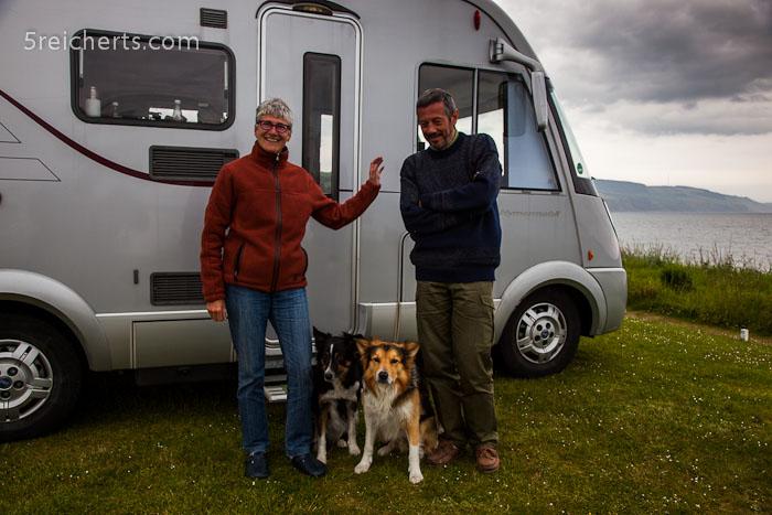 Border Collies mit Frauchen und Herrchen, Schottland