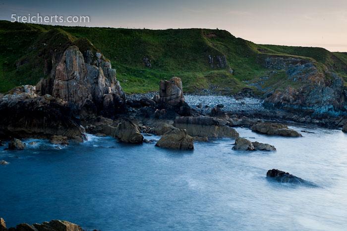 Abends an der Felsenküste