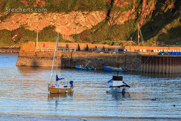 Boote im Hafen von Stonehaven, Schottland
