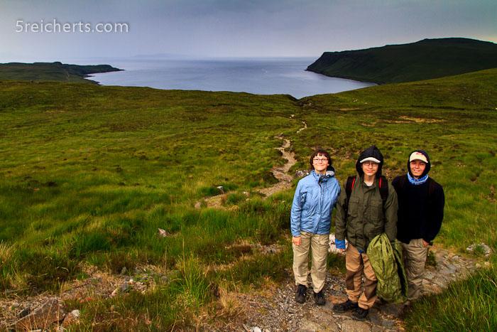 die Kids vor dem Abstieg zum Campingplatz