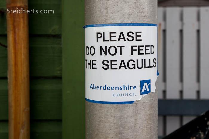 überall Hinweisschilder - vor allem vor den Fish & Chips Buden