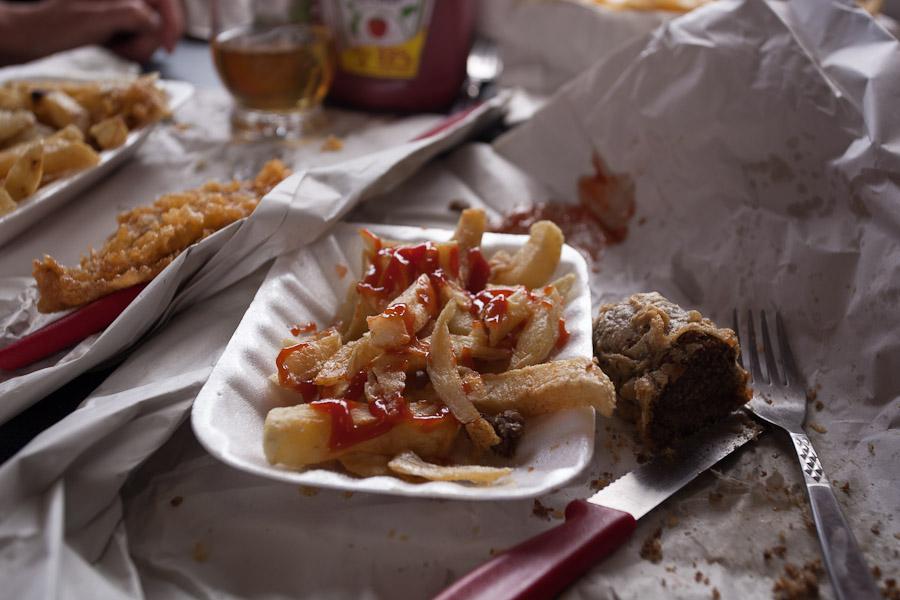 Haggis & Chips - allerdings aus dem schlechtesten Imbiss, den wir je erlebten! Es gibt auch Gutes!