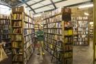 Esra und die Bücher