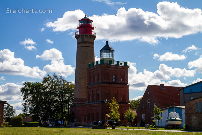 die beiden Türme, rechts der Schinkelturm, links der neue Turm am Kap Arkona, Insel Rügen