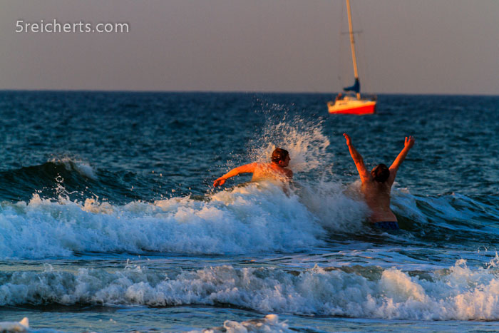 Spaß in den Wellen, Warnemünde