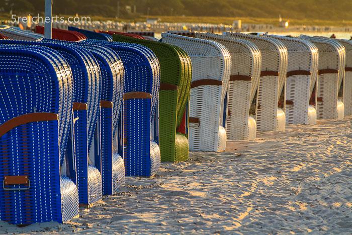 Strandkörbe im Abendlicht, Warnemünde