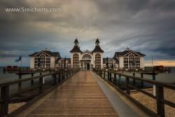 Seebrücke im Regen, Insel Rügen
