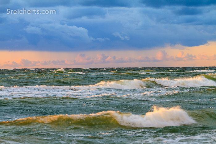Wellen am Weststrand von Prerow, Nationalpark Vorpommersche BoddenlandschaftWellen am Weststrand von Prerow, Nationalpark Vorpommersche Boddenlandschaft