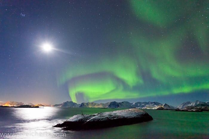 Nordlicht bei Vollmond, Lofoten