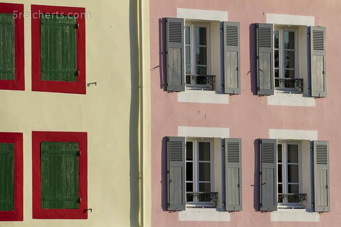 farbenfrohe Häuser in Sauzon, Belle Ile, Bretagne