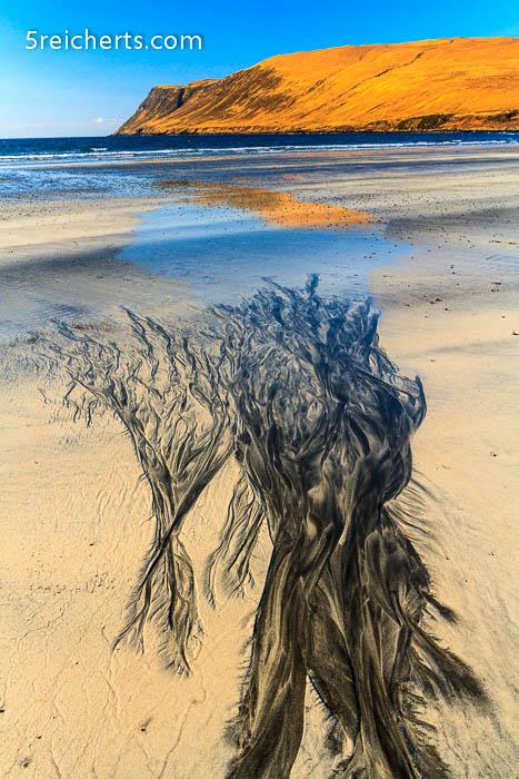 schwarzer und weißer Sand in Glenbrittle, Isle of Skye