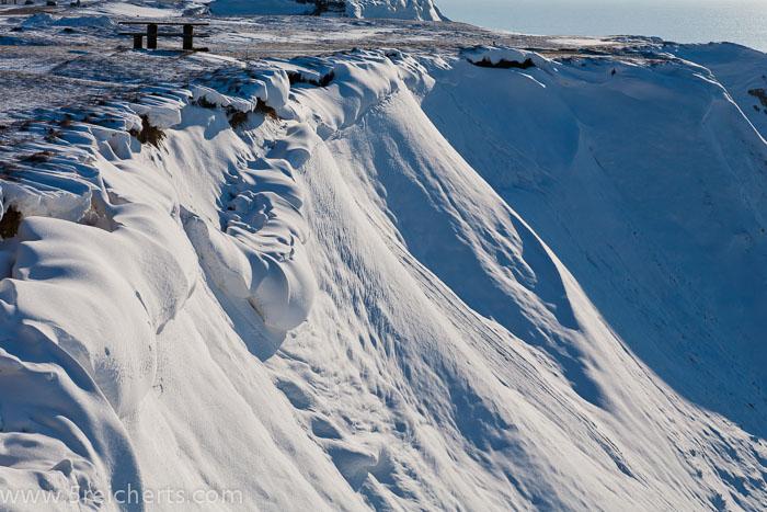 Steilküste in Bovbjerg, hoffentlich rutscht der Schnee nicht runter