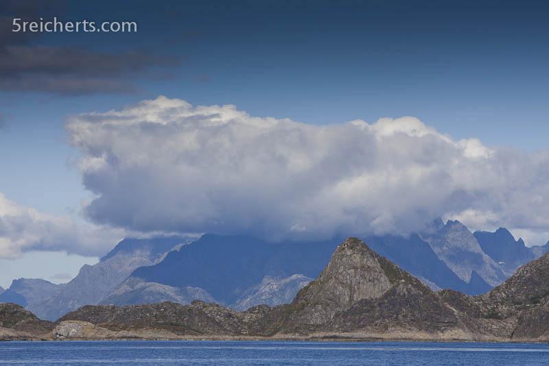 Lofotenberge vom Vestfjord aus gesehen