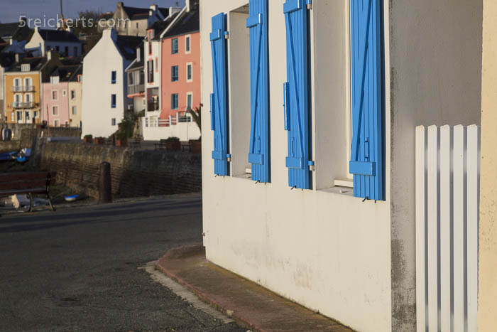blaue Fensterläden überall, Sauzon, Belle Ile, Bretagne