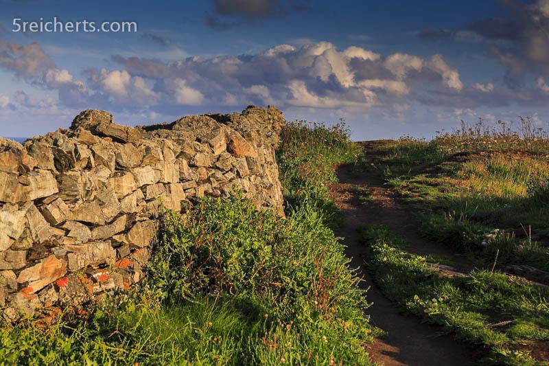 Pfade und Mauern entlang der Küste, Lizard, Cornwall
