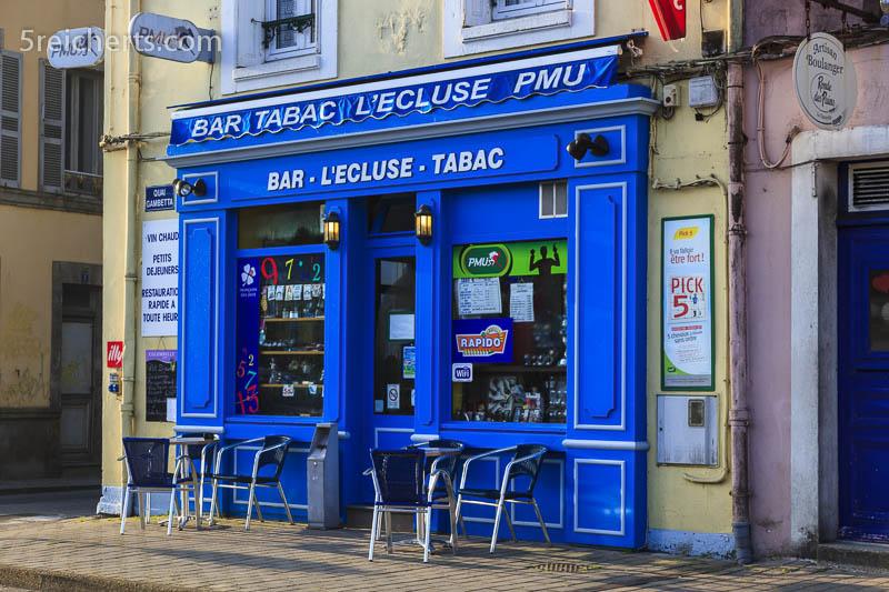 farbenfrohe Geschäfte in Le Palais, Belle Ile, Bretagne