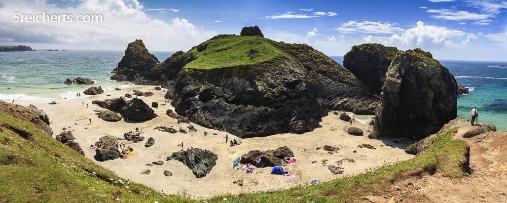 Kynance Beach bei Ebbe, Cornwall, Großbritannien