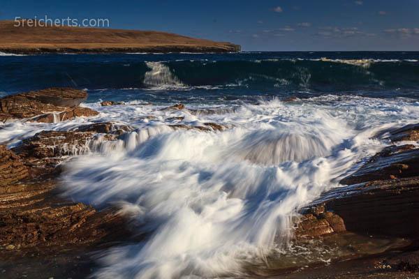 Welle auf den Felsen, Bressay, Shetland